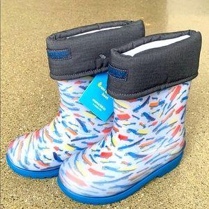 NWT munchkin stride rite rain & snow boots 12
